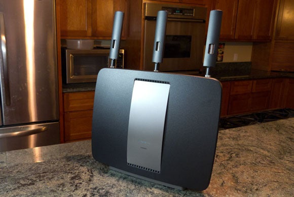 Linksys EA9200 802.11ac review: Solid features; mediocre ...