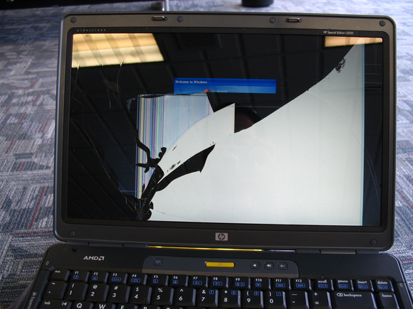 How to replace a broken laptop screen   PCWorld