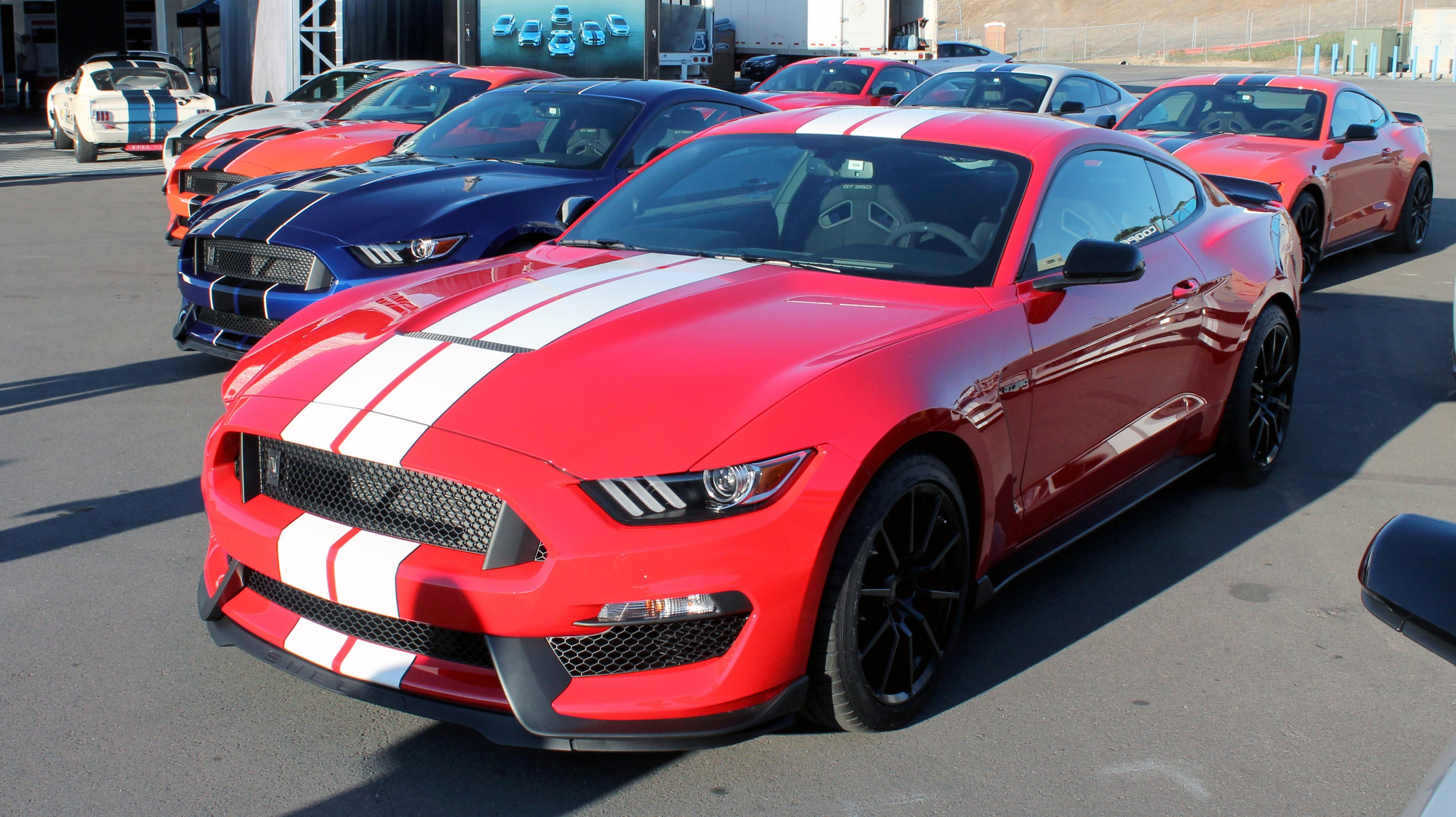 Shelby Gt350r Ford S Fastest Mustang Shows High Tech Can
