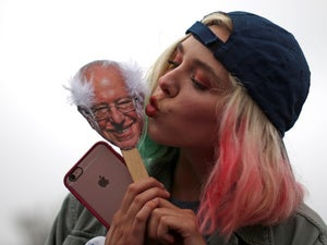 bernie sanders iphone