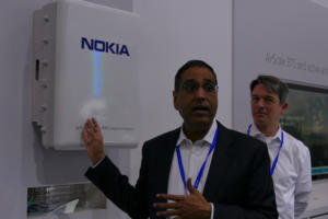 20170227 nokia demo of massive mimo antenna