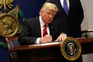 trump sign immigration eo