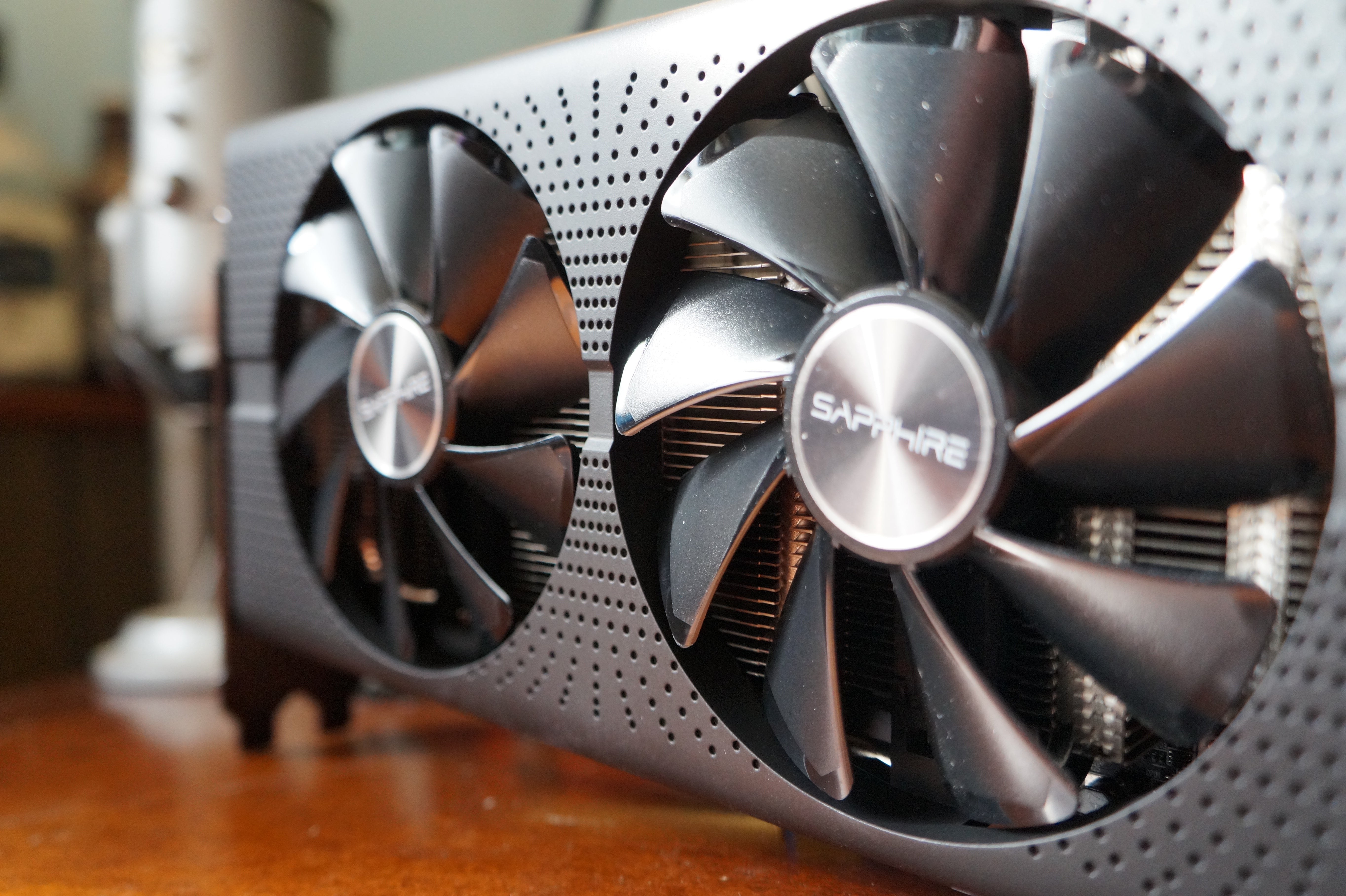 Sapphire Radeon Rx 570 Pulse And Rx 580 Pulse Review Solid Gaming On A Tight Budget Pc World Australia